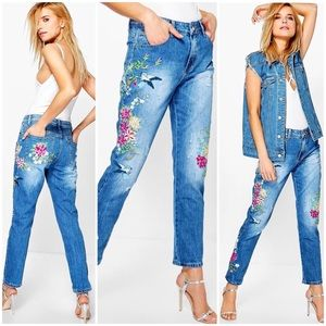 Boohoo Molly mid rise all over embroidered jeans